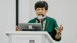 Shahidul Alam speaks at the Salzburg Academy on Media and Global Change (Credit: Katrin Kerschbaumer/Salzburg Global Seminar)